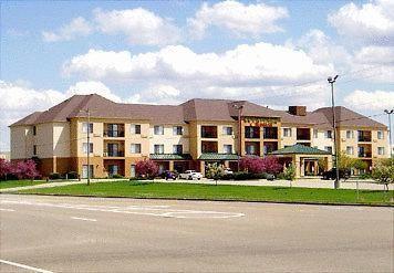 Courtyard Bloomington/Normal - 3 Star #Hotel - $72 - #Hotels #UnitedStatesofAmerica #Bloomington http://www.justigo.in/hotels/united-states-of-america/bloomington/courtyard-by-marriott-bloomington-normal_107612.html