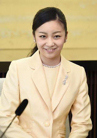 記者会見される秋篠宮家の次女佳子さま=15日、東京・元赤坂の秋篠宮邸(代表撮影) ▼29Dec2014時事通信|「一つ一つの仕事を大切に」=佳子さま20歳、初の会見 http://www.jiji.com/jc/zc?k=201412/2014122900014 #Princess_Kako_of_Akishino ◆Princess Kako of Akishino - Wikipedia http://en.wikipedia.org/wiki/Princess_Kako_of_Akishino