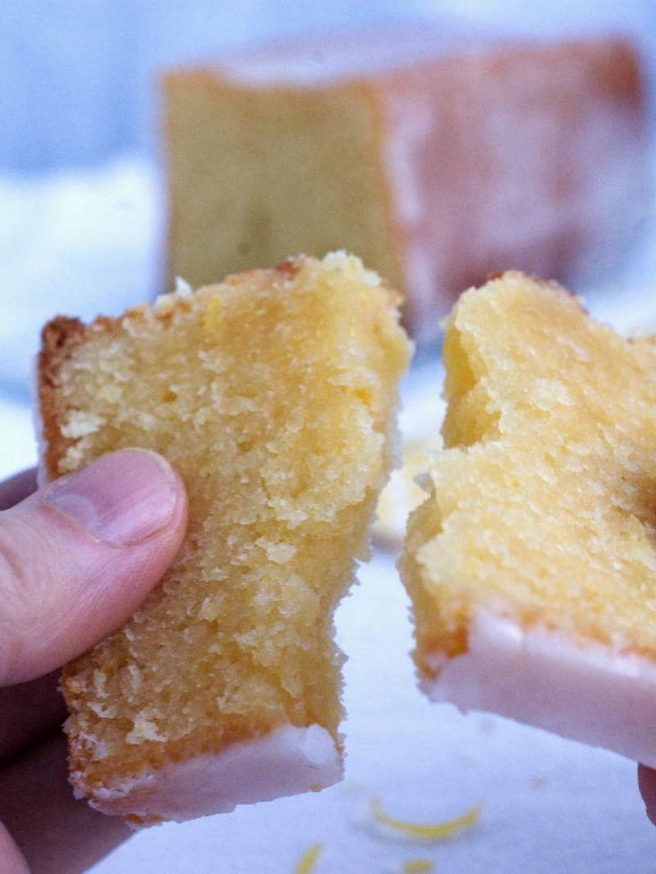 L'ultime cake au citron! Un cake ultra parfumé et moelleux recouvert d'un délicieux glaçage au citron | Nathalie Bakes