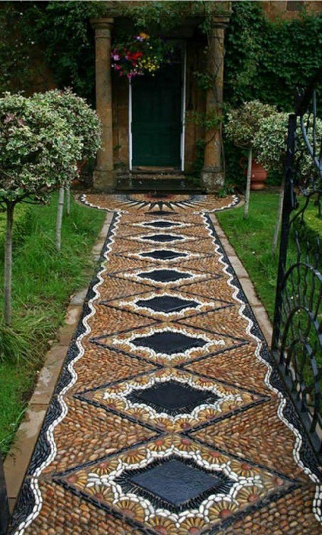 gartenwege-kieselsteinen-mosaik-rautenmuster-schwarz-braun