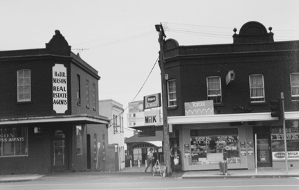 Looking north along Station Place from Dandenong Road, 1984. Photo taken by Coleman Sutherland Conservation Consultants.