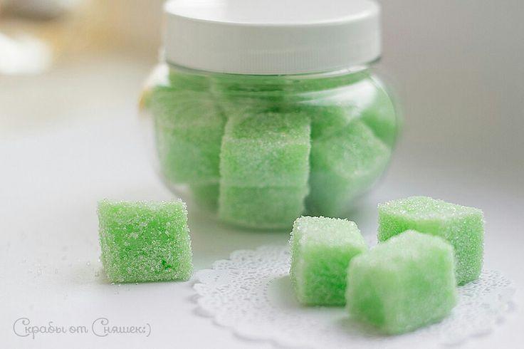"""СКРАБ ДЛЯ ТЕЛА """"МЯТНЫЙ""""   Состав: кремообразная мыльная основа на натуральных маслах (производство Англия), оливковое масло, масло ши, экстракт ромашки, витамин Е, витамин А, эфирное масло мяты, скрабирующее вещество - сахар. Аромат зеленого чая с мятой.  #мыло #скраб #сахар #мята #чай #косметика #уходзателом  #сняшки #мылоручнойработы #хендмейд #ручнаяработа #подарок #soap #handmaid #present #gift"""