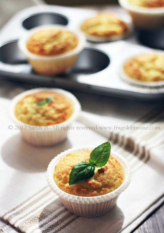 © Sarah Brunella - Muffins with lime curd and basil [italian blog, google translator]