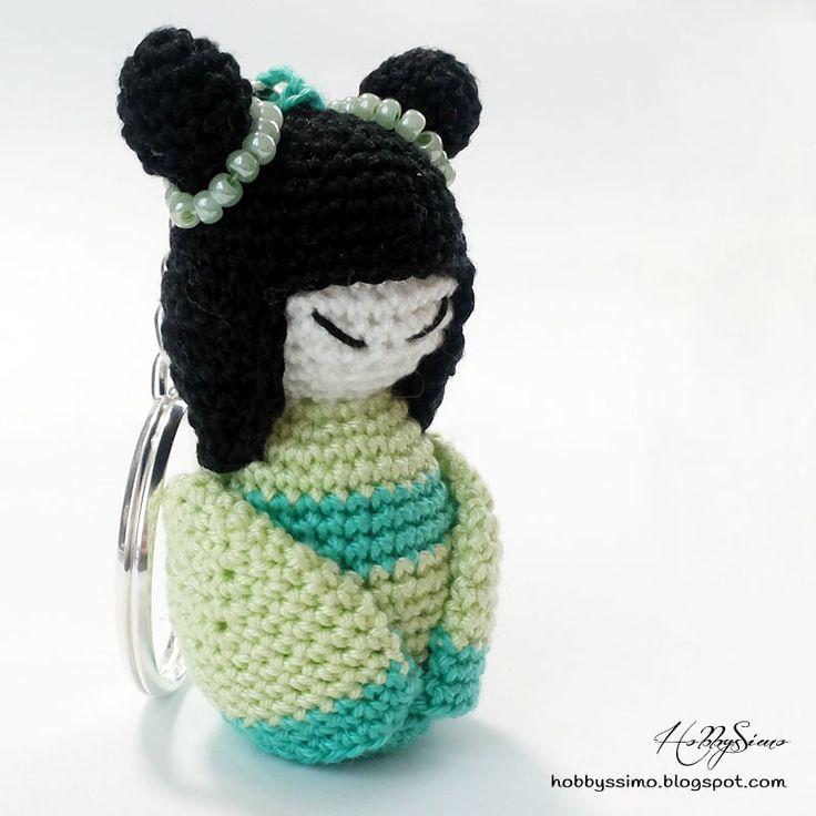 HobbysSimo: Portachiavi bambolina kokeshi amigurumi - Versione verde