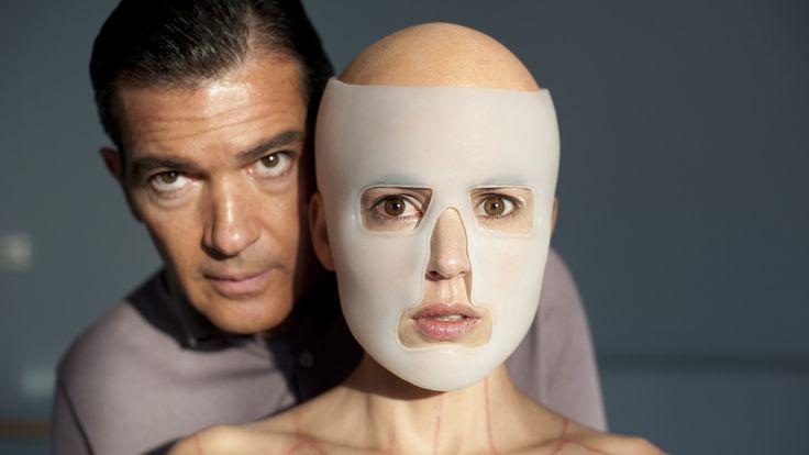 La piel que habito, un film de Pedro Almodóvar de 2011. Depuis que sa femme a été victime de brûlures dans un accident de voiture, le docteur Robert Ledgard, éminent chirurgien esthétique, se consacre à la création d'une nouvelle peau, grâce à laquelle il ...