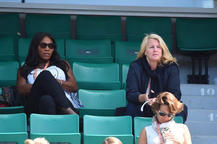 There she is! <3 Hey, Rena! Via Serena Williams News: Serena stopped by rolandgarros to cheer on big sis Venus Williams in her 2nd round match!