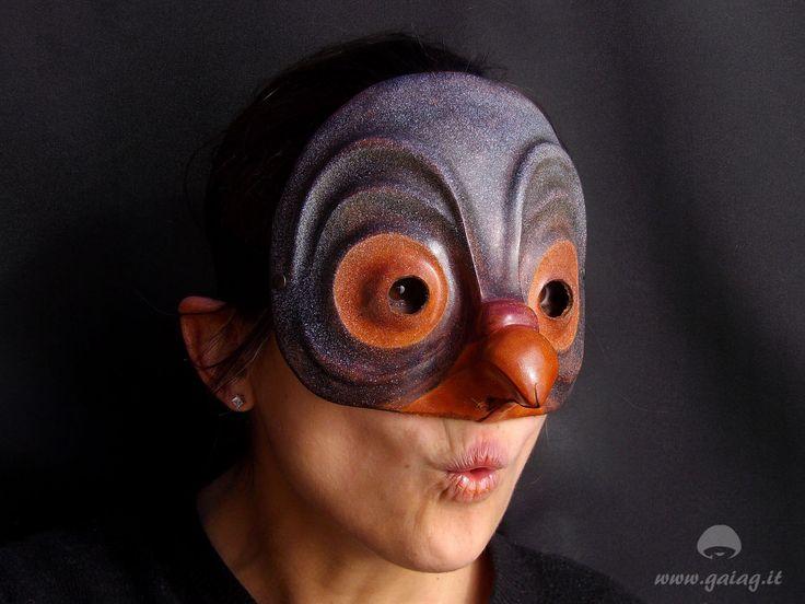 Zanni piccione, maschera teatrale in cuoio, Commedia dell'Arte, altri colori e forme su ordinazione di GAIAGeri su Etsy