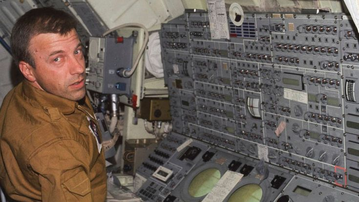 PHOENIX —RIP Paul Weitz, a retired NASA astronaut who commanded the first flight of the space shuttle Challenger and also piloted the Skylab in the