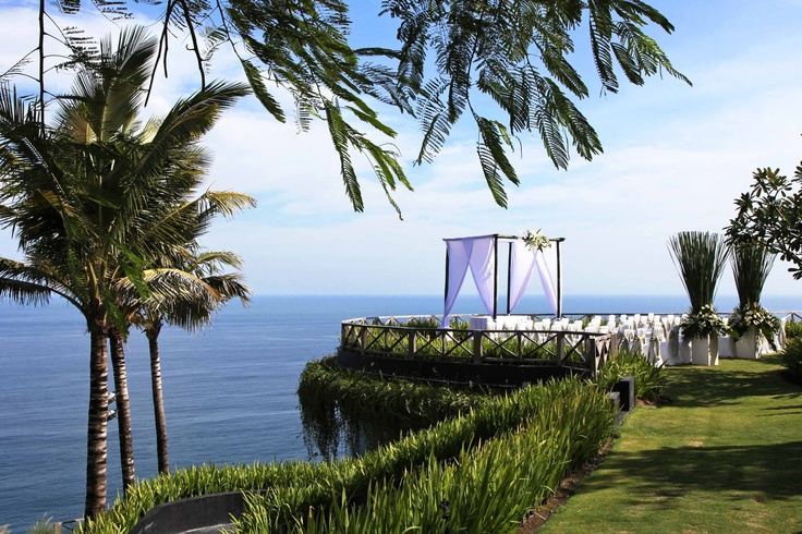 Tropical wedding ceremony | Setting for Stephanie  Nick at Khayangan Estate, Uluwatu, Bali.