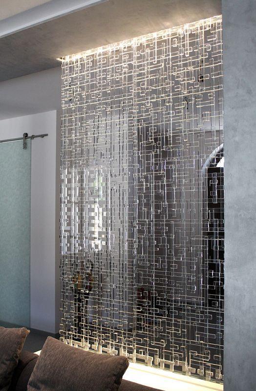 Mur de séparation de fabrication artisanale en verre recyclé... Diponible sur mesure chez les Artisans du Lustre: www.i-lustres.com