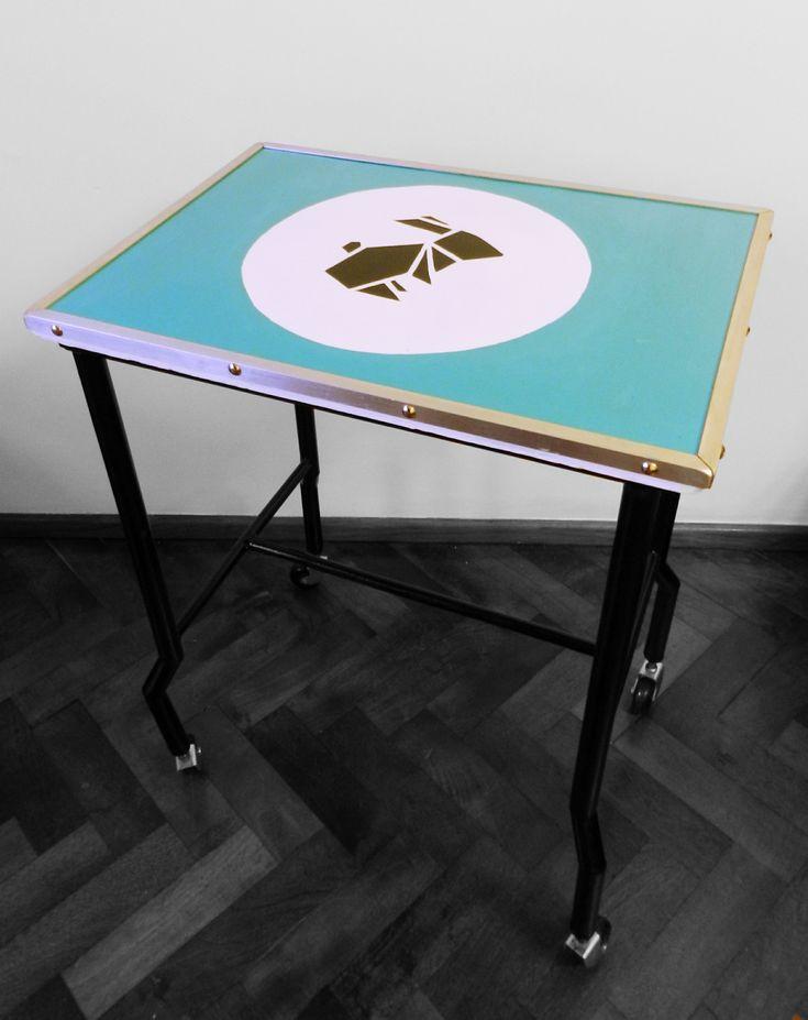 Vendida antigua mesita para instrumental m dico - Mesas de escritorio antiguas ...