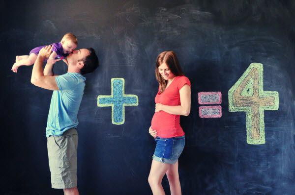 20 Fun and Creative Family Photo Ideas - IdeaStand