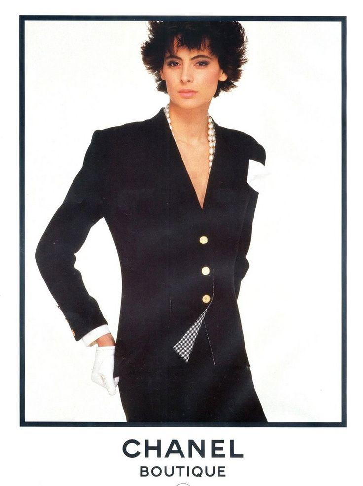 Рекламные кампании Chanelс участием Инес де ля Фрессанж. В 80-х годах она стала первой моделью, подписавшей эксклюзивный контракт с Домом высокой моды Chanel.  …