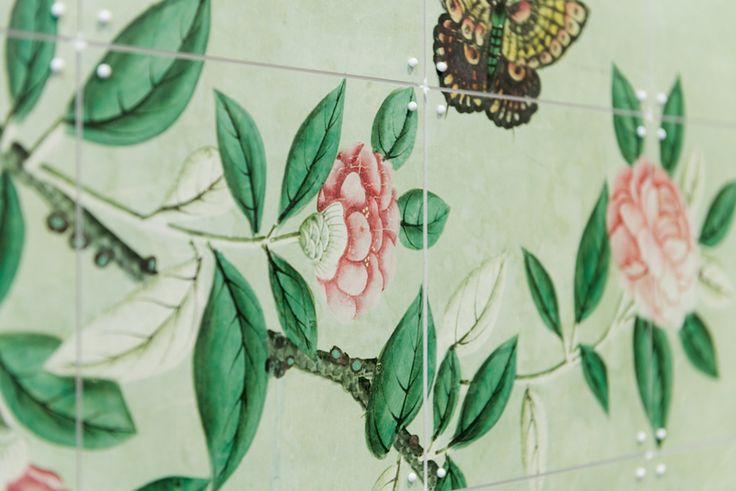Close-up of an IXXI wall decoration made with an image of flowers and butterflies. The illustration belongs to the Victoria & Albert Museum in London. #ixxi #ixxidesign