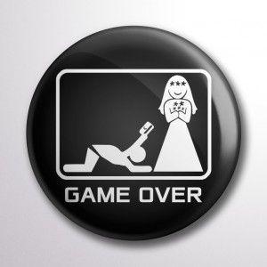 Game Over legénybúcsú kitűző II. fekete színben :)