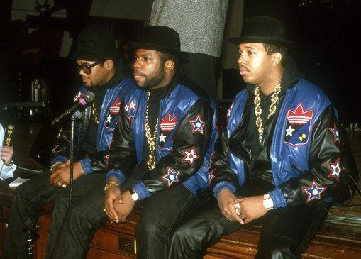 In de jaren '80 kwam hip hop in de hitlijsten. Half jaren '80 kwam er een nieuwe hip hop golf vanuit New York met wat meer rockgetinte invloeden ipv soul en disco. Eén van de grote namen daarvan was Run DMC. Samen met LL Cool J en Beastie Boys brachten ze een nieuwe stijl en bereikten met het genre ook een breder publiek.