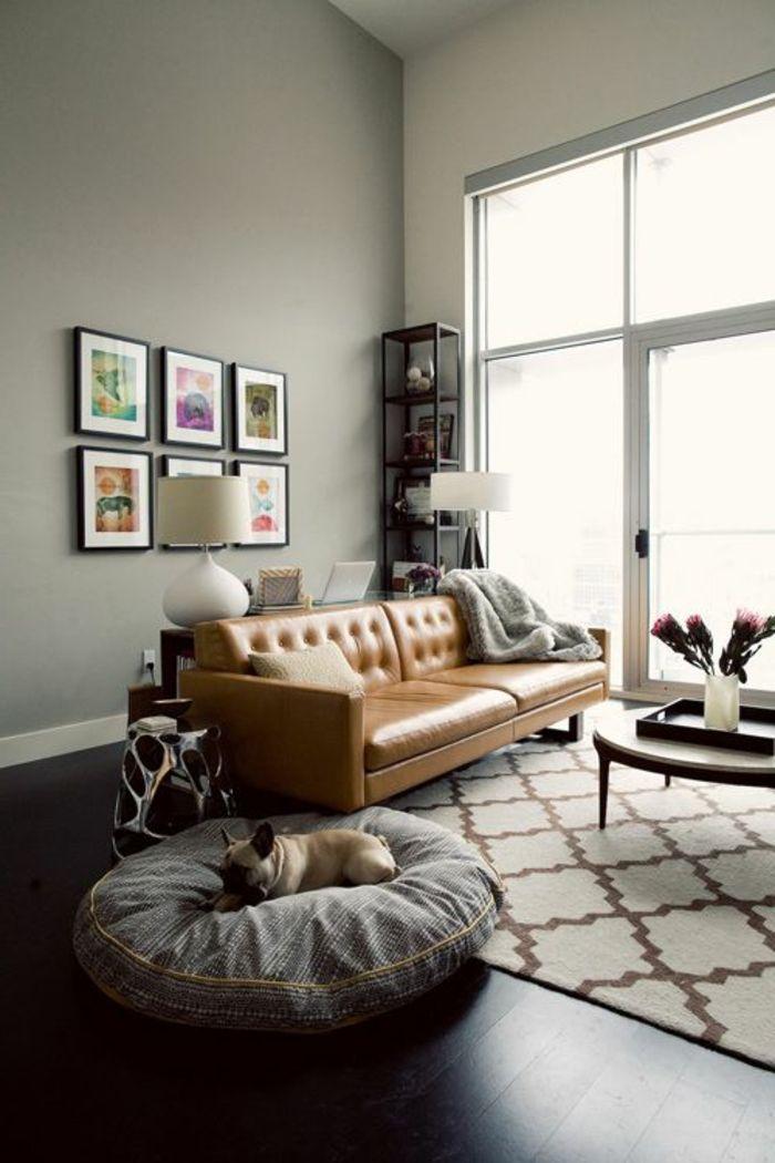le canapé club en cuir beige pour le salon dans votre maison