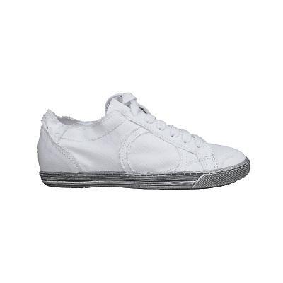 Sneakers Playhat in canvas. Tinta unita con stringhe e punta arrotondata. Impunture e suola di gomma grigia sfumata. 100% Made in Italy.