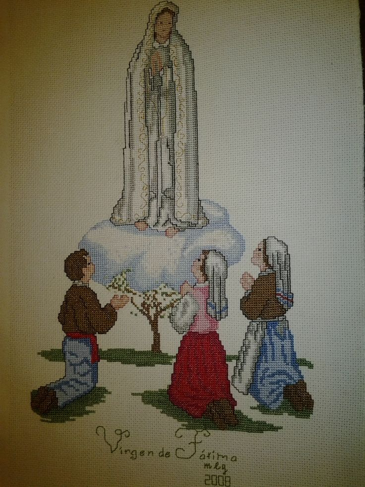 Virgen de Fátima. Bordada a punto de cruz. Trabajo realizado por Maigualida Lanz.