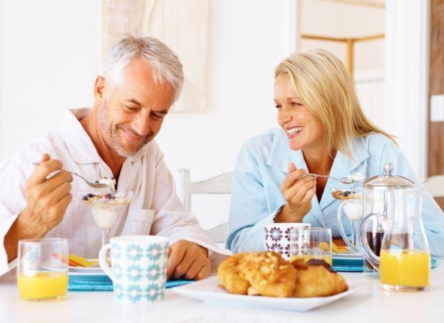 A kényeztető est egy tudatos befektetés a párkapcsolatba. Felváltva vagyunk felelősek ezért az estéért