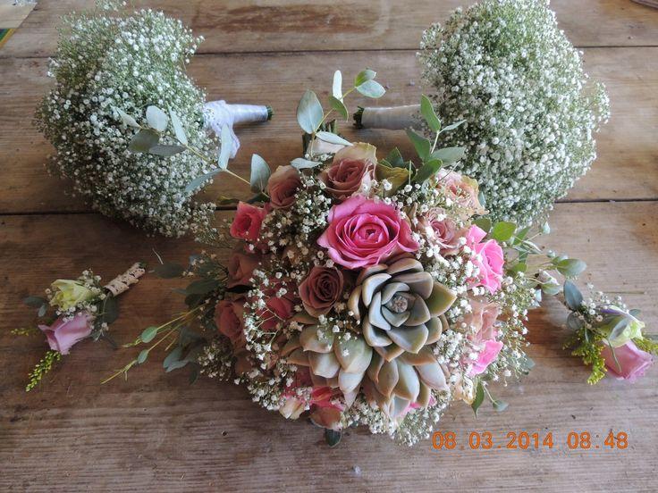Vintage pastel colour wedding - Bride's bouquets with desert rose & bridesmaids bouquets with just million stars