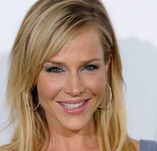 Julie Benz Height, Weight, Age, Measurements, Wiki, Net Worth