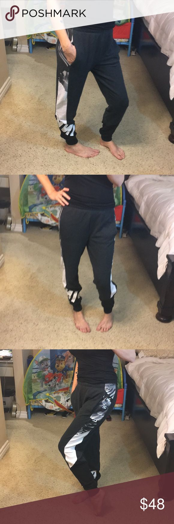 """🎀LIKE NEW VS PINK campus sweatpants 🎀 Super cute like new size small worn twice never dried in dryer has pockets and elastic and tie waist True to size inseam is 29"""" tropical print PINK Victoria's Secret Pants Track Pants & Joggers"""