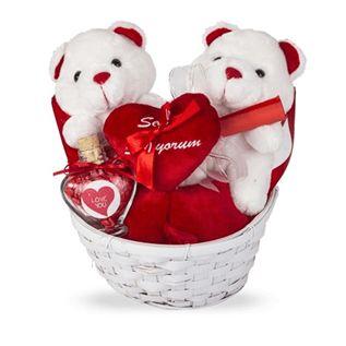 Sevgilinize doğum gününde, sevgililer gününde alabileceğiniz birbirinden kaliteli ve romantik hediye sepetleri burada.