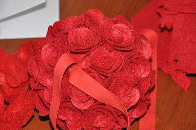 palla di natale  rose feltro