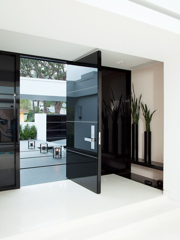 The entry door is where it all starts. It's the first element that anyone analyzes when visiting so it should capture the character of the entire home. In