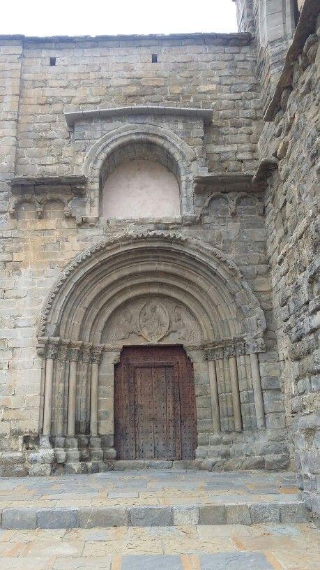 Portada de Nuestra Señora de Baldós. Montañana (Huesca).