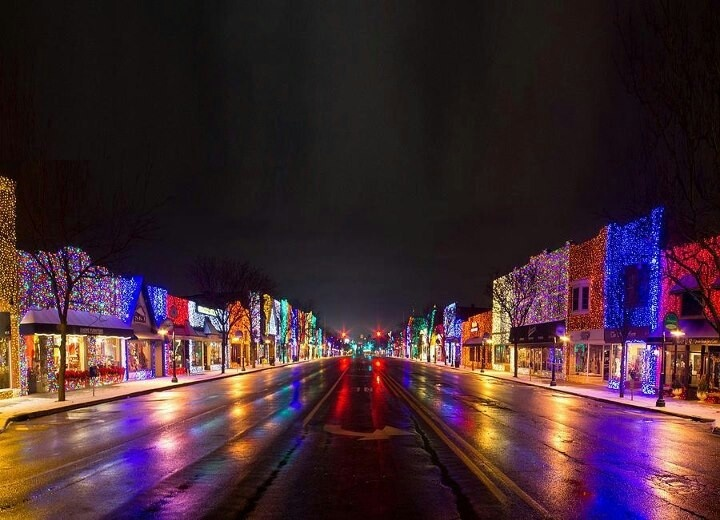 Downtown Rochester Michigan... Looks familiar!! December 2013! A day to  remember! | Memories | Michigan, Rochester michigan, Christmas light  displays - Downtown Rochester Michigan... Looks Familiar!! December 2013! A Day