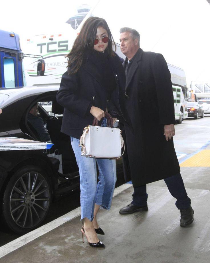 @selenagomez arriving at LAX Airport in Los Angeles California [February 7]  #SelenaGomez llegando al Aeropuerto de Los Angeles California [Febrero 7]  #Selena #Selenator #Fans   #Selenators #BestFanArmy #iHeartAwards