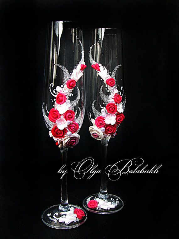 Wedding champagne glasses with beautiful roses in color fuchsia