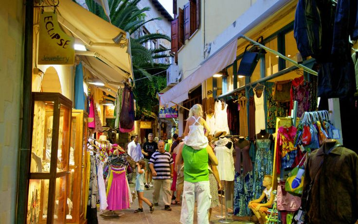 Der er rig mulighed for at shoppe på Kreta. I Chania er der mange butikker, caféer og restauranter. Se mere på www.apollorejser.dk/rejser/europa/graekenland/kreta