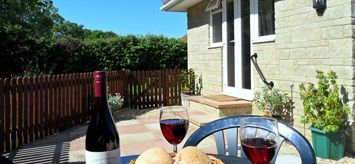Little Sedge Self Catering Cottage, Freshwater, Isle of Wight. Pet Friendly Holiday Accommodation in  England. Accepts Small Pets #WeAcceptPets
