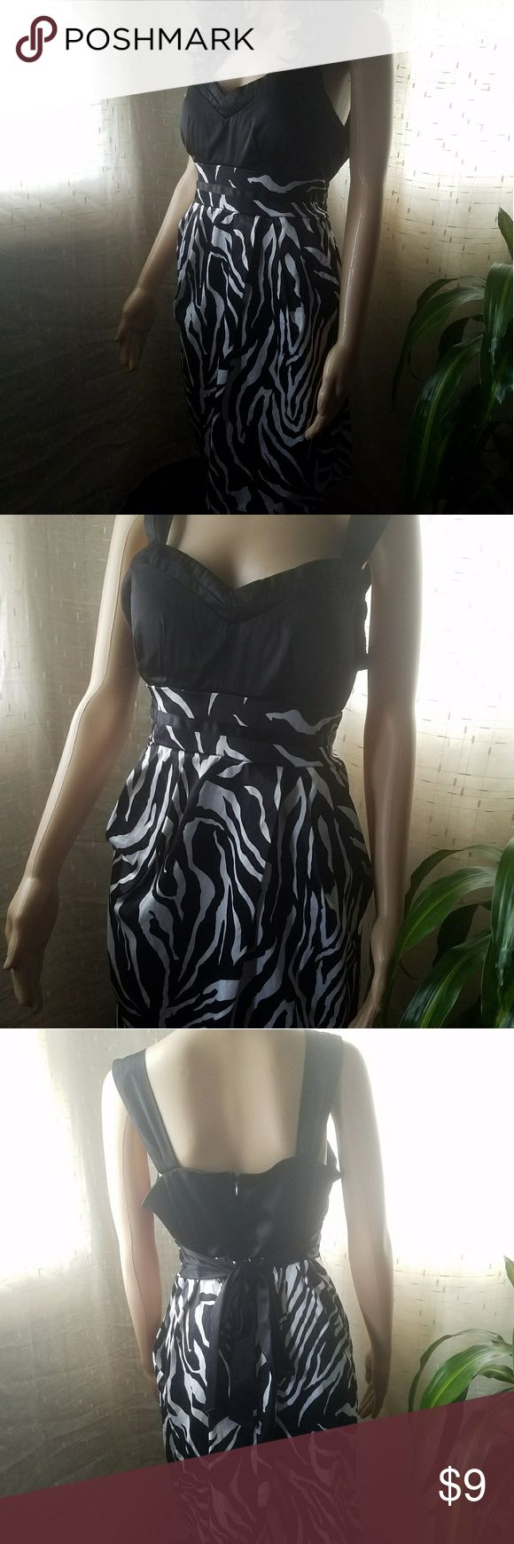 Animal Print Tie Back Dress Size 13/14 Black & White Satin Feel Animal Print Dress. Zip up back w/hook closure and pockets on sides. Item#EUC96 *ALL CLOTHING IS NWT/NWOT/GENTLY USED* EACH ITEM HAS BEEN CHECKED FOR DAMAGE. IF ANY ITEM IS DAMAGED, IT WILL BE SHOWN AND NOTED. 25% OFF BUNDLES OF 3 OR MORE ITEMS! *ALL REASONABLE OFFERS ACCEPTED* BUY WITH CONFIDENCE~TOP 10% SELLER, FAST SHIPPING, 5 STAR RATING, & FREE GIFT(S) w/MOST ORDERS! Maddy Paige Dresses Midi