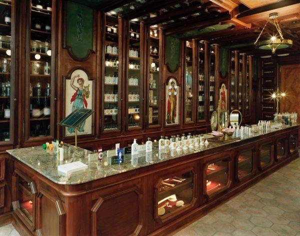 Buly 1803 On Instagram Paris Saintonge Shop Opening Interieur Boutique Magasin Paris Cabinet De Curiosite
