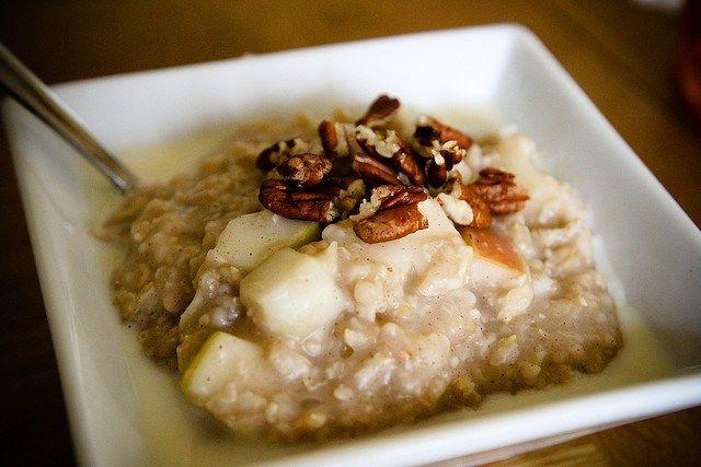 Recette minceur : petit déjeuner brûle graisse pomme, avoine, noix et raisins secs
