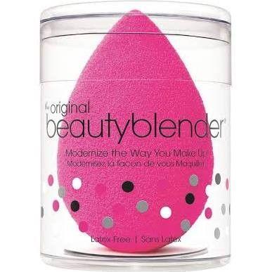 De #Beautyblender is een revolutionaire make-up #spons om #foundation, blush, crème en poeders op de huid aan te brengen. Door de unieke vorm creëert u een egaal resultaat en raakt u alle hoekjes van uw #gezicht. Verkrijgbaar in vier verschillende kleuren op #pedicuregroothandel