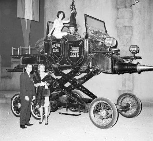 L'affiche L' Hannibal 8 (01/01/2007) Ce film avec Tony Curtis, reproduisait une grande course de voiture, l'Hannibal 8 était équipée d'un moteur Volkswagen utilitaire, il a fallu en construire 6 pendant le film, tellement le système d'élévation était fragile… Elle … Lire la suite →