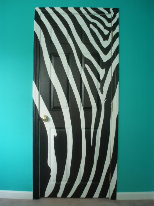 Zebra print door. Would love to do this for my bathroom since it's zebra.