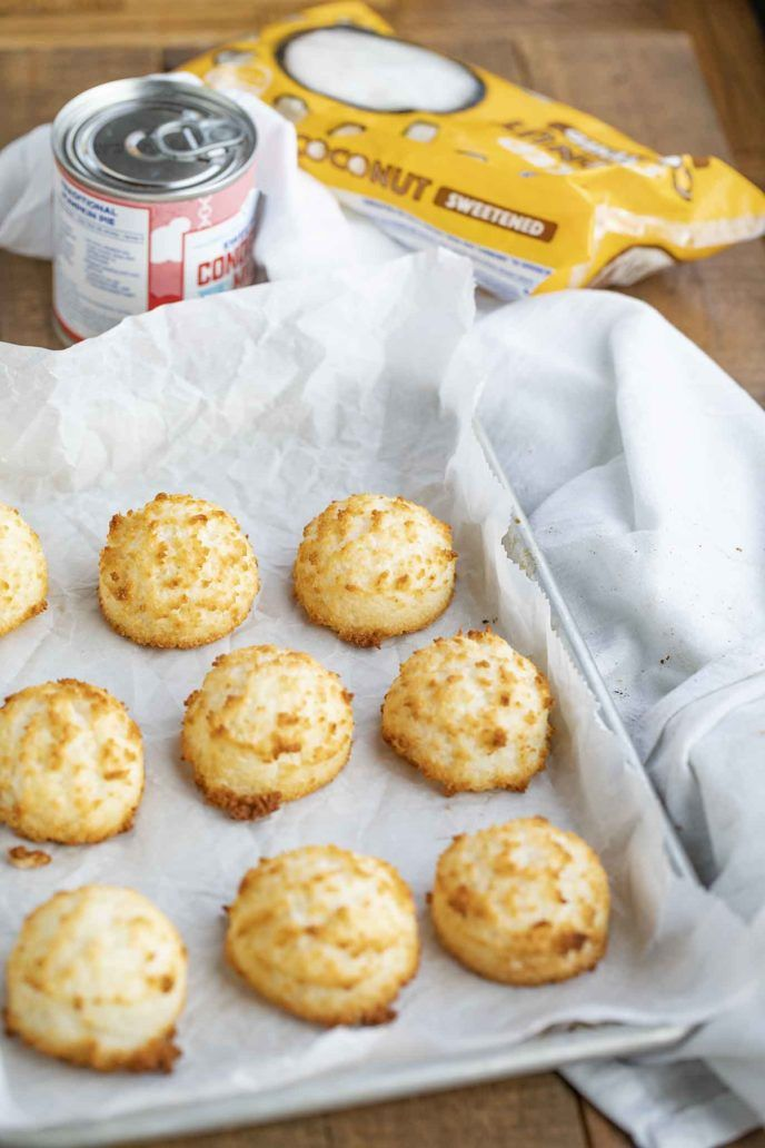 Coconut Macaroons Are Sweet And Chewy Made From Coconut Flakes Sweetened Condensed Milk A Coconut Cookies Recipes Coconut Macaroons Recipe Coconut Macaroons