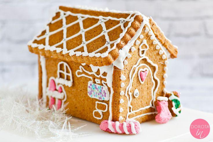 Domek z piernika - jak zrobić krok po kroku, czym skleić i lukrować. Piękny domek z piernika na Boże Narodzenie.  http://dorota.in/domek-z-piernika/ #food #przepis #kuchnia #bozenarodzenie
