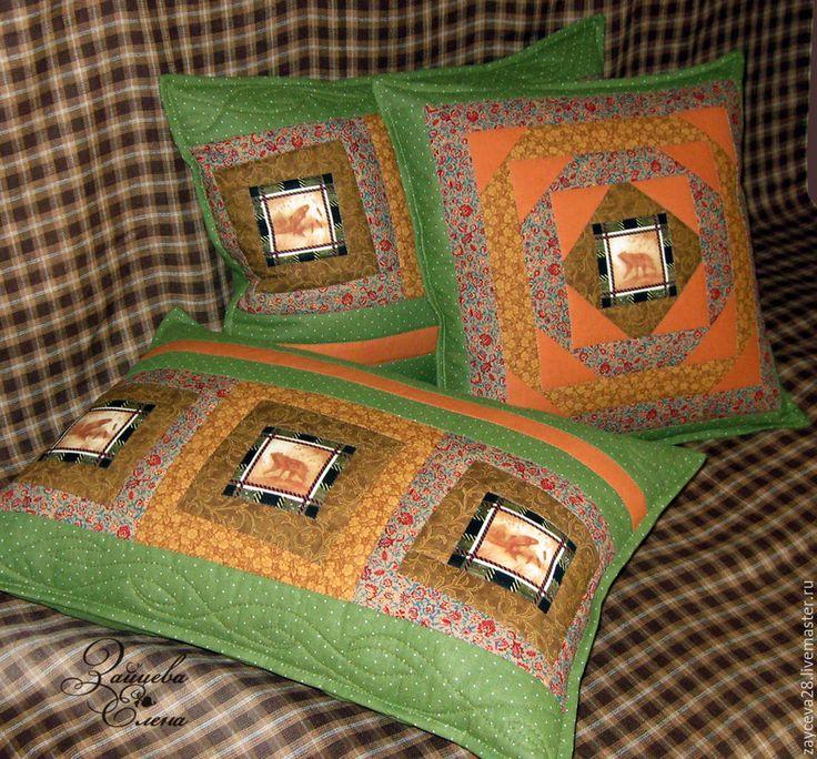 Купить лоскутные подушки Охотничьи байки - зелёный, подушки декоративные, подушки на заказ, подушки на диван