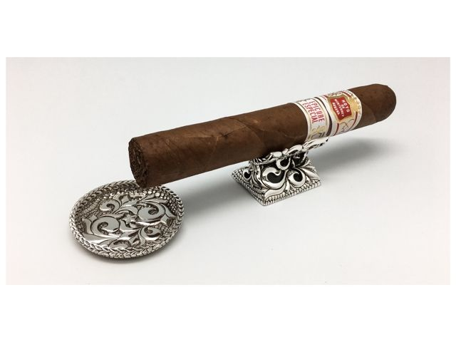 Looking for holidays gift for the Cigar lovers?Here you are… JAY TSUJIMURA Handcrafted