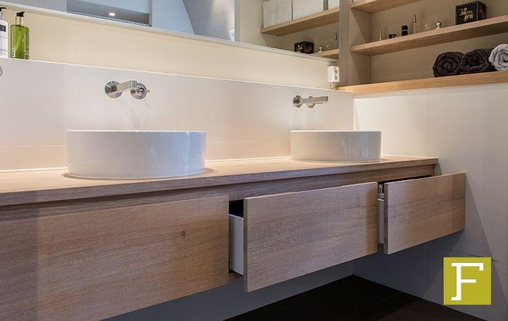 Fijntimmerwerk badkamermeubel op maat maatwerk eikenhout meubelmaker ...