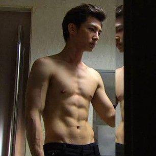 Aaron Yan's abs