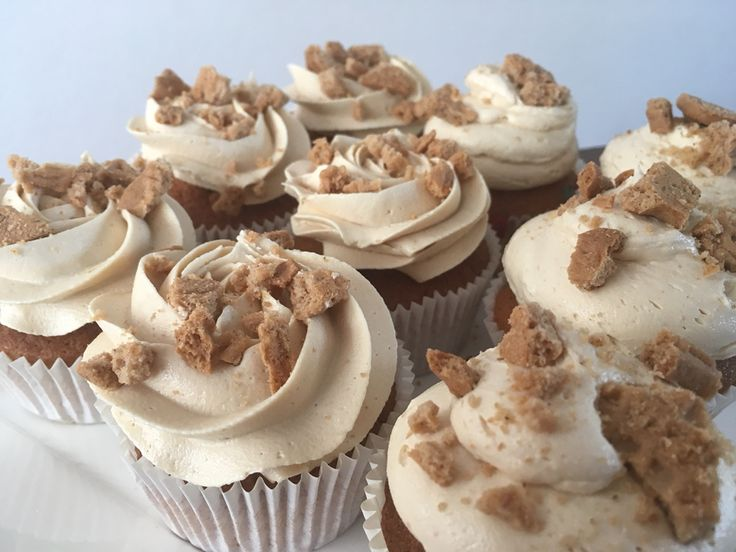 Vanille cupcakes met speculaas botercreme   Recept cupcakes van Cupcake Jemma en botercreme zelf verzonnen.