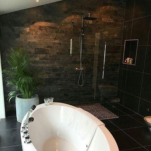 Nytt bad levert av @haldenror med VikingBad Oval badekar og VikingBad fast glassfelt i dusjløsningen.  Helt nydelig spør du oss!   #Vikingbad  #dusj #baderom #bathroom #badet #bobedre #boligpluss #boliginspirasjon #boligdrøm #drømmebad #oppussing #nyttbad #bathroominspo #norskehjem #nordiskehjem #inspohome #interiorandhome #interior4all #interior4you1 #interior123 #inspirasjonsguidennorge #vakrehjem #vvseksperten : @haldenror